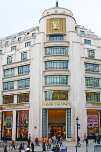 Paraíso das mulheres, a imponente Louis Vuitton na Champs Elysée © Marina Aurnheimer /  Imagina na Viagem