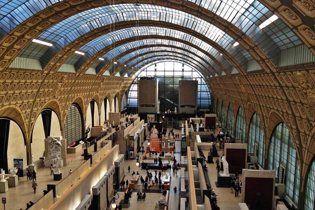 Museu d'Orsay. A arquitetura briga de igual para igual com as obras do acervo. © Marina Aurnheimer /  Imagina na Viagem