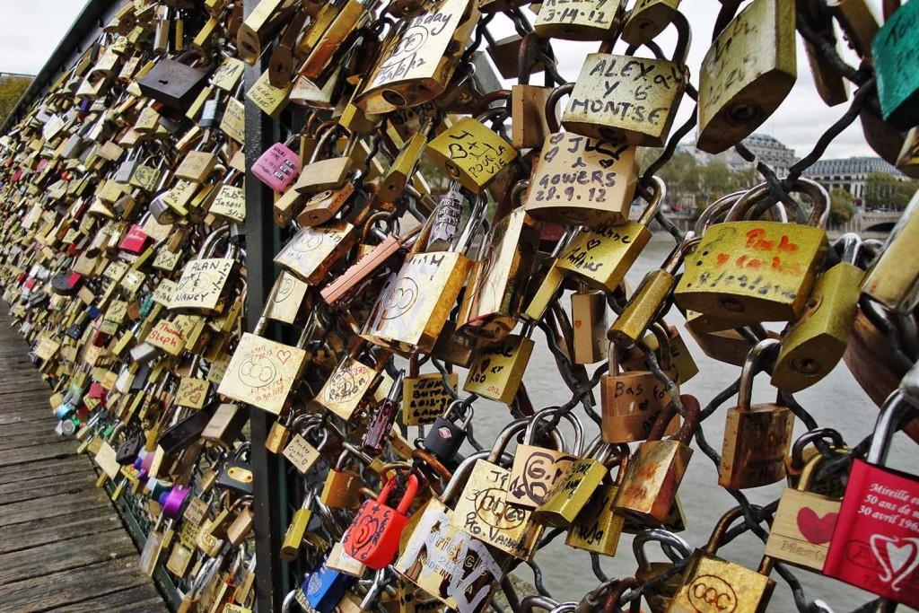 Cadeados na Pont des Arts. © Marina Aurnheimer /  Imagina na Viagem