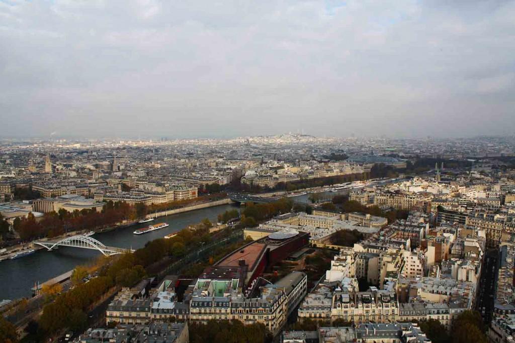 Quem não curtiria um sobrevôo por Paris? © Marina Aurnheimer /  Imagina na Viagem